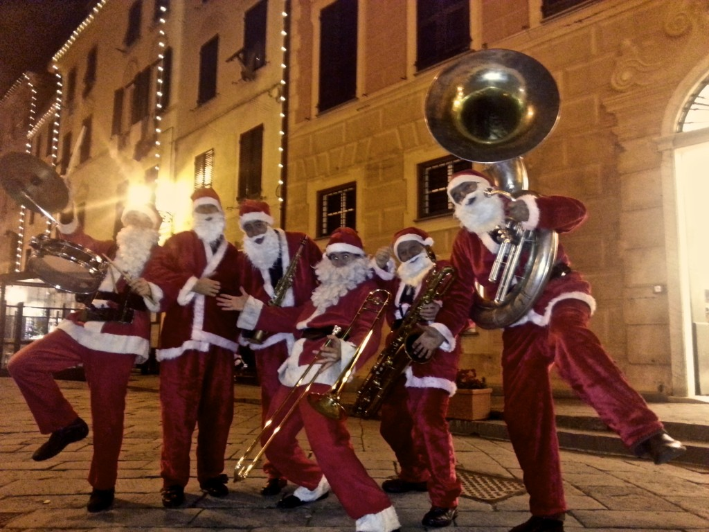 Christmas Street Band by Teatro Scalzo